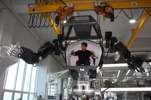 """Lost in translation? No that MECHA isn't fake. Still taking baby steps IT industry veteran has spent $200 million and recruited robotics engineers from vacuum companies by chiding them """"What'd you get a robotics degree for?"""" http://ift.tt/2iGuZyH"""