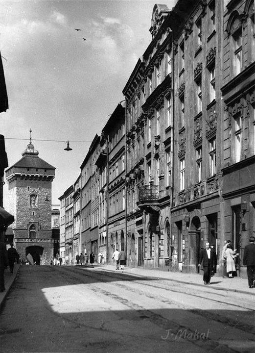Kraków - ciekawostki, tajemnice, stare zdjęcia  ·   Ulica Floriańska lata 50-te ub.wieku  Fotografia: Józef Makal