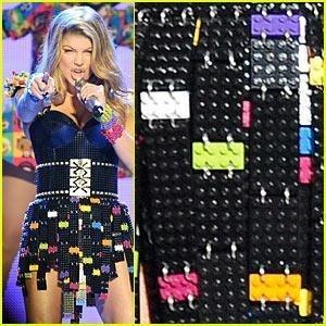 FERGIE: LEGOS DRESS FOR KCA PERFORMANCE! | 2011 KIDS CHOICE AWARDS
