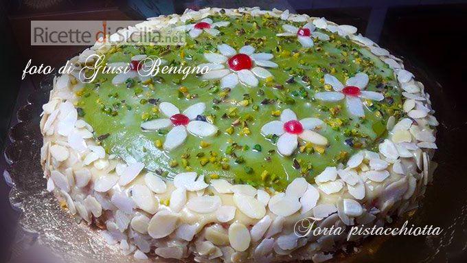 La torta pistacchiotta è una ricetta compotsa da prodotti siciliani di eccellenza dai quali scaturisce un dolce spettacolare e... da gustare