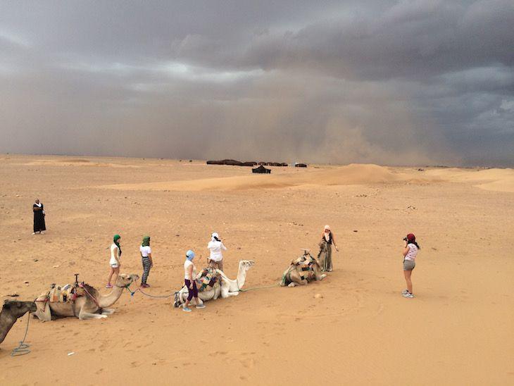 Tempestade de areia em Tinfou, Marrocos | Viaje Comigo
