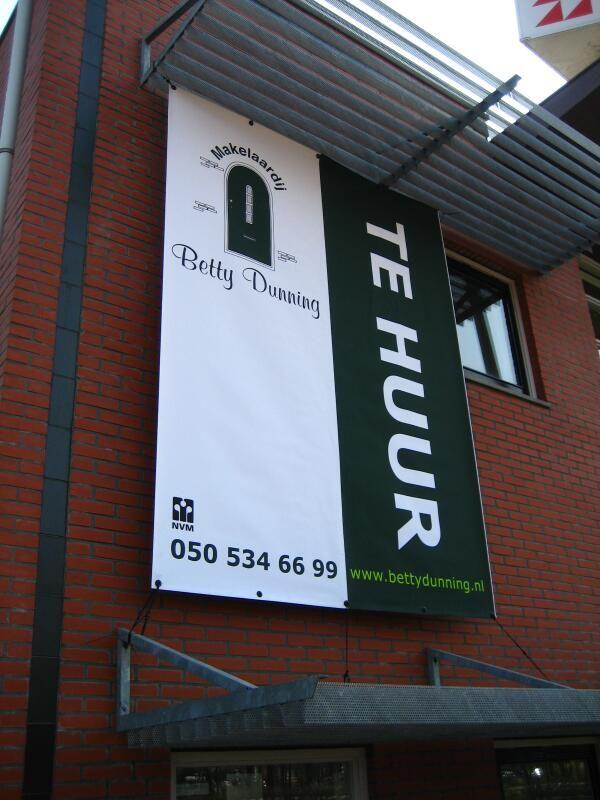 buiten de deur goed voor de dag komen met mooie outdoor banners. http://www.drukkerijvanark.nl/