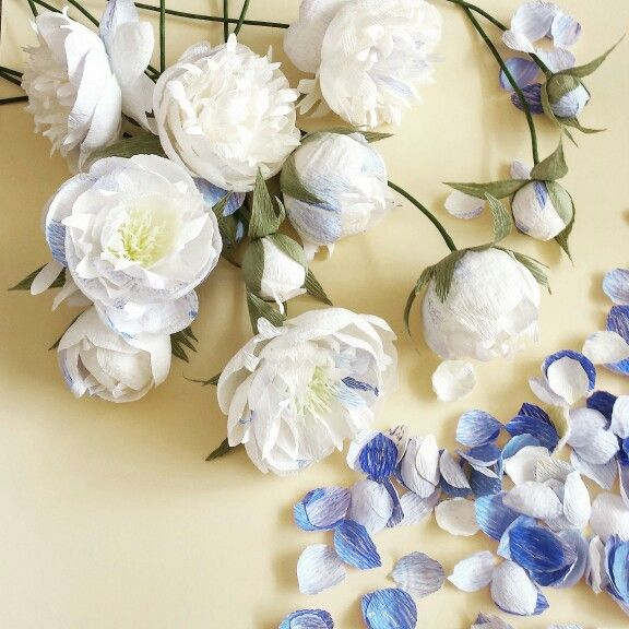 Paper peonies with blue shades for an alternative bridal bouquet.