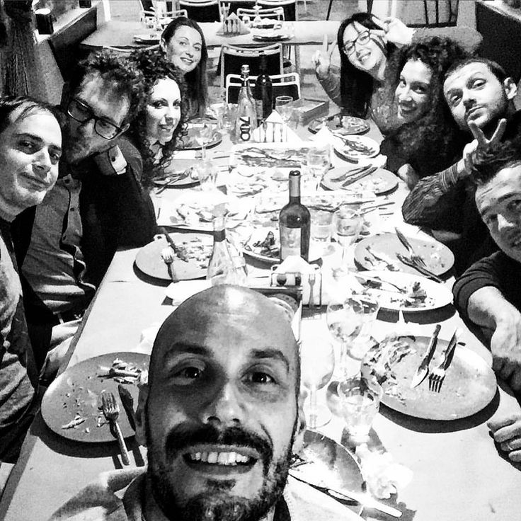 Tutto lo Staff riunito per i festeggiamenti natalizi del 2015: perchè conoscersi è importante per svolgere un lavoro fatto con passione e professionalità  #zarricomunicazione #natale2015 #webagency #Fano #Marche
