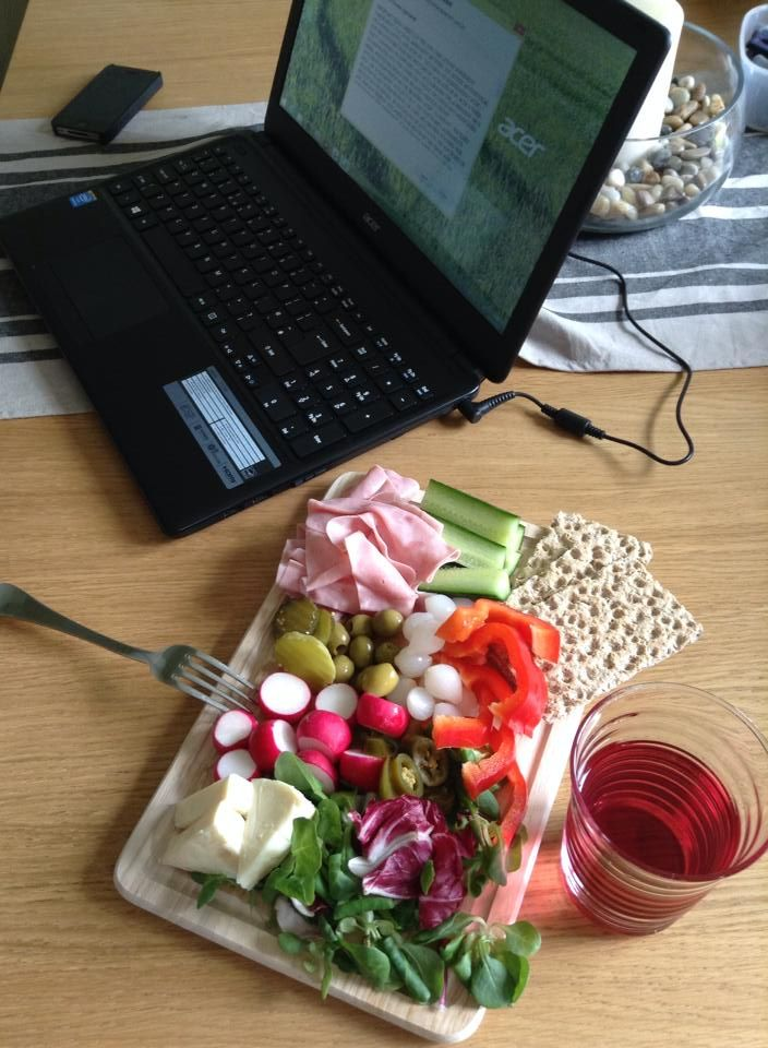 If the heat is getting to you and you'd rather have something different for lunch – how about a traditional Ploughman's lunch (but without the high Syn value! This version enjoys a number of Free Food treats including onions and pickles, but also introduces some good swops for other options – such as Light Laughing Cow…