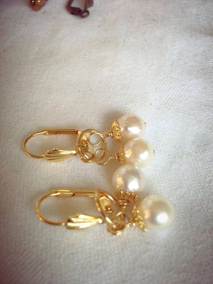 White cotton seawater pearl earring with goldplated .