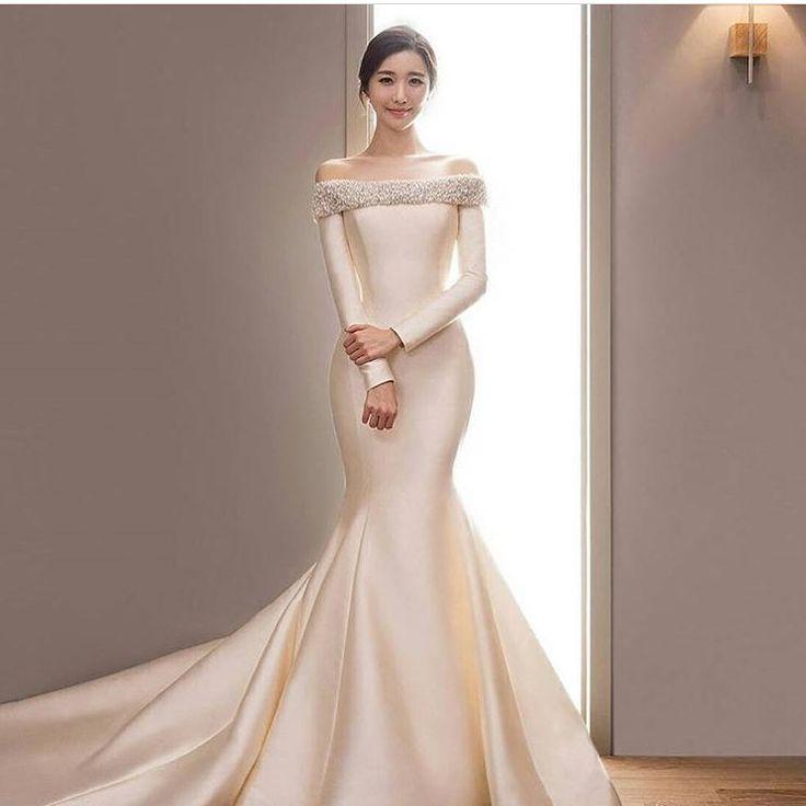 Pure Elegance! Regram via @limhyuna83. Tag a friend who would love this #wedding... - Braut, Brautkleider, Brautschuhe, Brauthaar, Braut Make-up