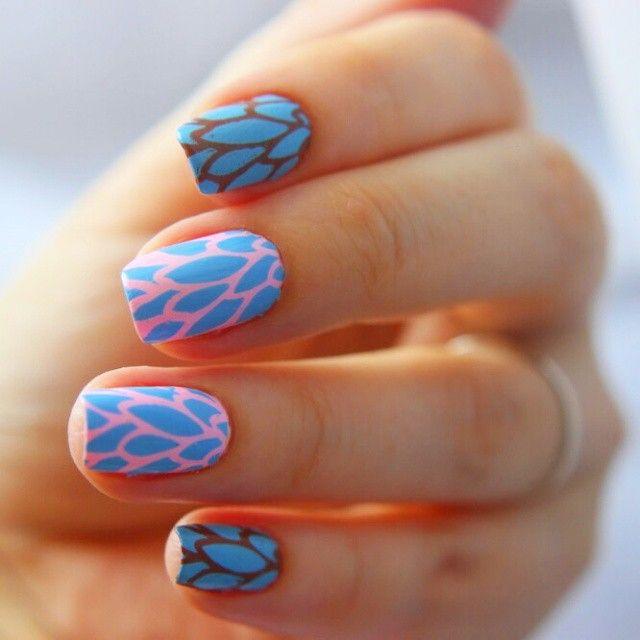 еще один маникюр для #экзотические_птицы #summer_rock_polycolor от @iris_polycolor i @rocknailstar_shop #маникюрныйинстаграм #instanails #nails #nail_ru #nailgram