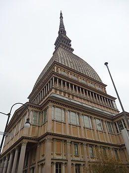 La Mole Antonelliana è un monumento di Torino, situato a nord-est del centro…