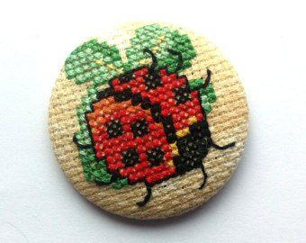 Brooch Vintage Flowers - Cross Stitch - Unique - Handmade. These brooches are handmade and are unique. Large 5cm/2 inch metal button base. Brooch
