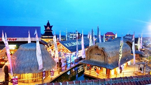 Aerial view: An aerial view of the Museum Angkut's food court, Pasar Apoeng. (Photo by Edna Tarigan)