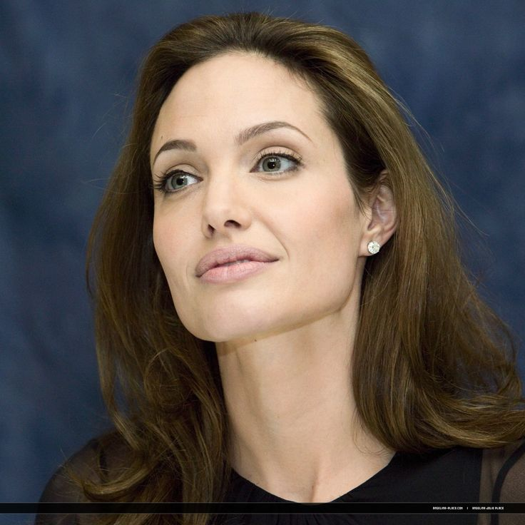 2007/09/10 - 'Beowulf' press conference in Toronto, Canada - 100907 Angelina Jolie Beowulf Press conference 01 - Angelina Jolie Photo