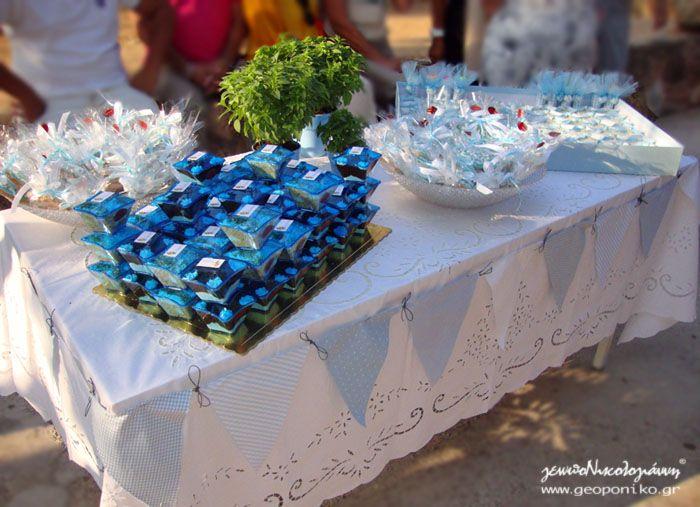 τραπέζι με γλυκά βάπτισης