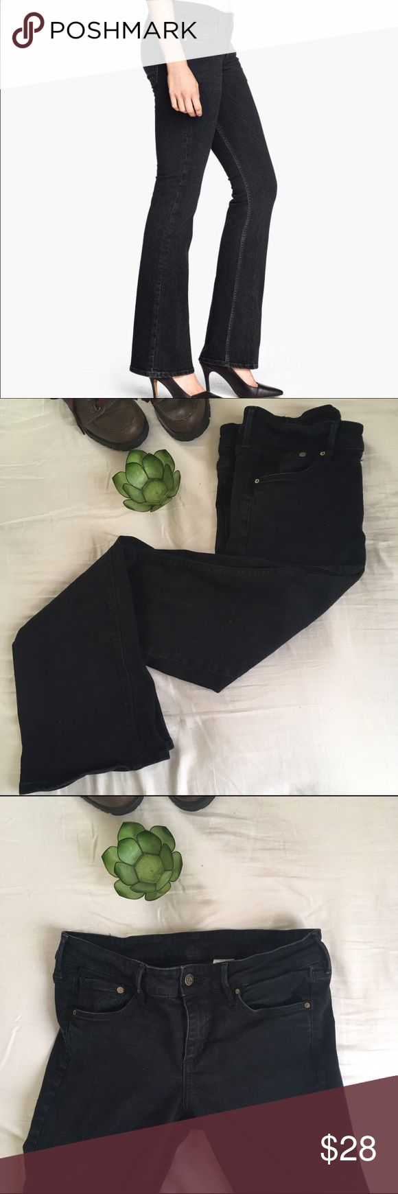 """Bootcut Low Waist Jeans Love these jeans!!//5-pocket//washed stretch Denim with low rise waist//99% cotton//measurement of hips @ 33""""//inseam @ 30""""//these are extremely flattering and have stretch to them to hug your form//super sexy H&M Pants Boot Cut & Flare"""