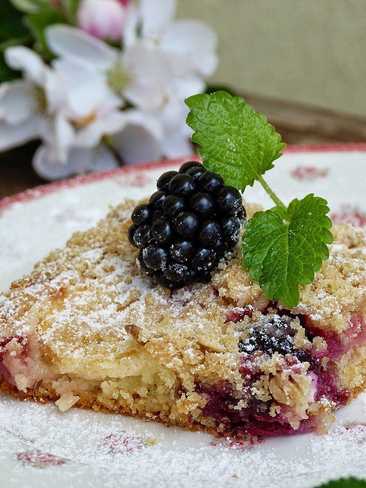 Kouzlo mého domova: Maminčin lžícový koláč s jahodami a ostružinami