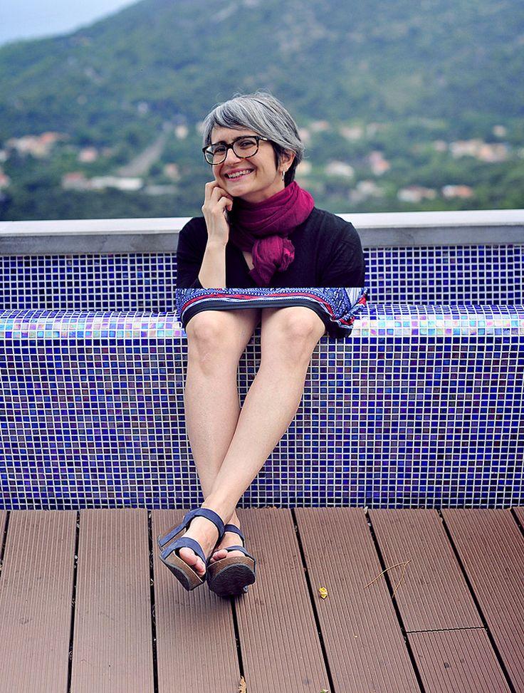 https://flic.kr/p/JL2RE5 | portrait of woman with big legs