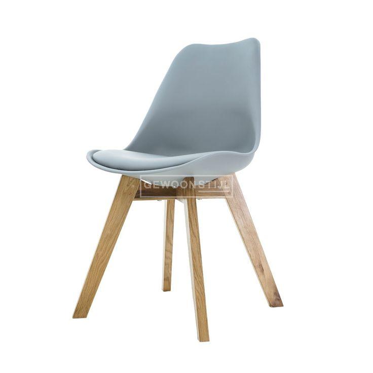 Nu 28% korting op de Essence Madera!  De Madera stoel van Essence is niet voor niets een van onze hardlopers! Het design van deze stoel is natuurlijk prachtig. De robuuste eikenhouten poten, samen met het vriendelijke kuipje - je kan niet anders dan er met plezier op zitten. Het zachte kussen zorgt dat je lekker lang kan blijven zitten en dat is precies de bedoeling!