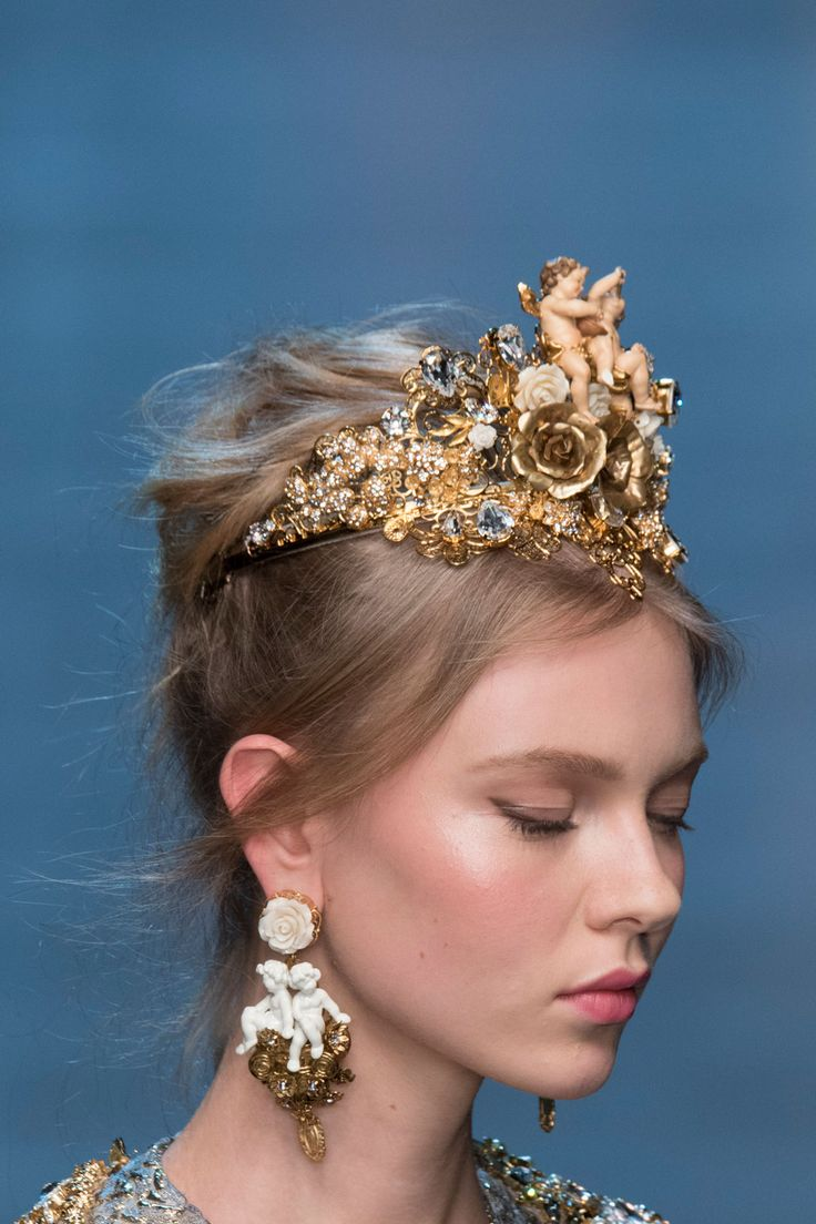 379 details photos of Dolce & Gabbana at Milan Fashion Week Spring 2016.