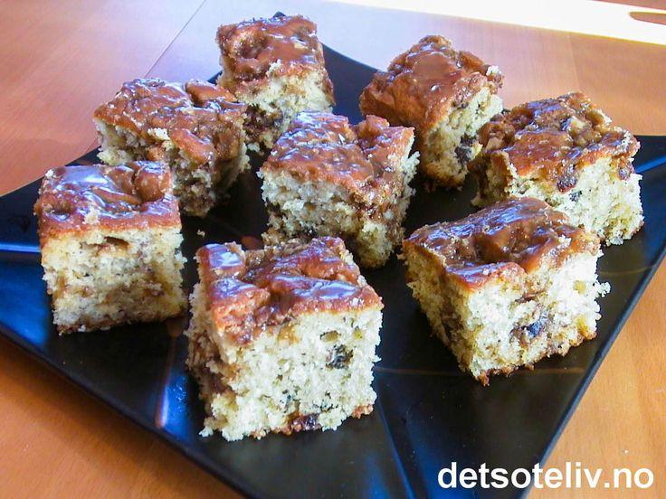 """""""Herman Vennskapskake"""" er en superpopulær kake, som finnes i mange varianter over hele verden. Kaken kjennetegnes av at kakedeigen inneholder surdeig, som skal """"dyrkes"""" frem i 10 dager. Deretter beholdes en del av surdeigen selv for å bake kaken, mens resten av surdeigen fordeles ut til venner sammen med en kopi av kakeoppskriften. Dermed får man en slags """"kjedekake"""" (""""Herman"""" betyr """"Vandreren""""). Kaken finnes som sagt i flere varianter, og mange vil du etter hvert kunne finne på…"""