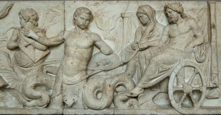 Particolare del Thiasos, 110a.C.Rilievo in marmo con la raffigurazione delle nozze di Poseidone e Anfitrite.Da Roma, Ara di Domizio Enobarbo.  Oggi è conservato presso  Monaco di Baviera..