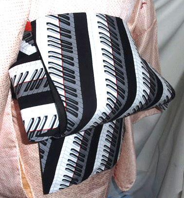表・USAコットン最新ピアノ鍵盤柄 綿100%裏・黒無地 綿100%帯芯・綿100%帯幅お胴部分16cm、お太鼓部分31cm、長さ3m80cm程度手作り品にご... ハンドメイド、手作り、手仕事品の通販・販売・購入ならCreema。