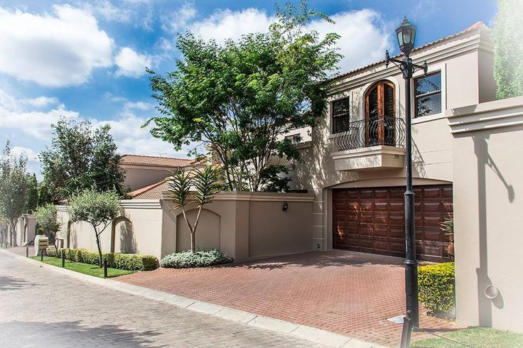 Our #PropertyPick of the day is an exclusive cluster in Morningside for sale by Leadhome We could either get lost in this property's cool library or we can kick start the weekend feet-up on it's patio with the Jozi sunset:  http://www.myproperty.co.za/property/for-sale/morningside/4-bedroom-house-for-sale-1226789/
