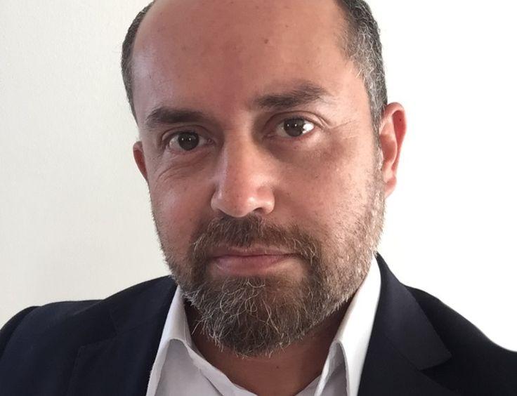 Mario E. Moreno (@ciberviviente) es uno de los principales precursores del sector online en Chile, desde que en 1999 abrió la primera agencia digital del país, CiberEspacio, en la que guio a las empresas en el inhóspito mundo de Internet. Hoy está especializado en omnicanalidad, Big Data y gamificación y se