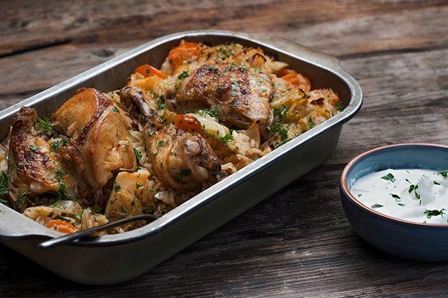 Συνταγή για κοτόπουλο στο φούρνο με ρύζι και λαχανικά από την Αργυρώ Μπαρμπαρίγου | Μια συνταγή τόσο νόστιμη που θα σας γίνει εβδομαδιαία συνήθεια