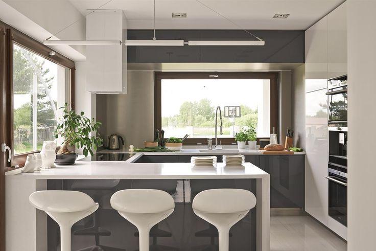 Nowoczesna kuchnia w jasnych barwach. Aranżacja kuchni w stylu nowoczesnym. Projekt dużej kuchni. Jasna kuchnia – inspiracje. Pomysł na kuchnię.