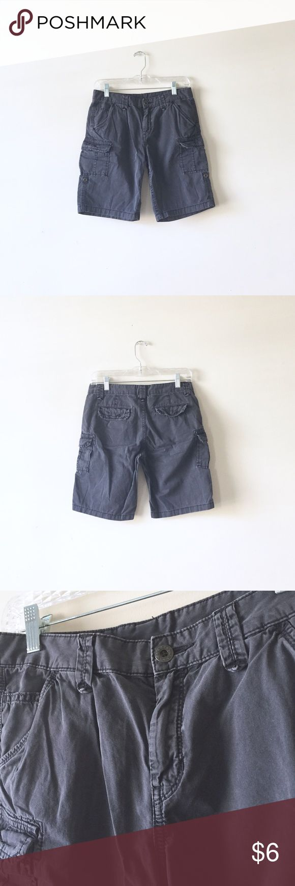 "Uniqlo cargo shorts Size 2 on tag. 30"" waist, 10"" inseam. Dark gray. Uniqlo Shorts Cargos"
