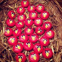 Traktatie 1: Angry birds mini babybel kaasje. Een gezonde snack en eenvoudig te maken!