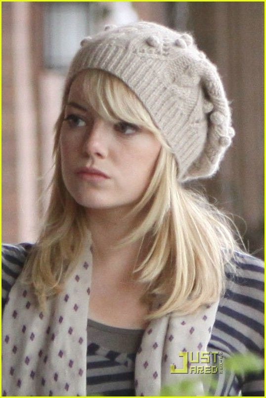 Gwen Stacy-Emma Stone knitted beret in The Amazing Spiderman - I now have a cute hat glove and scarf set just like this  :) KC