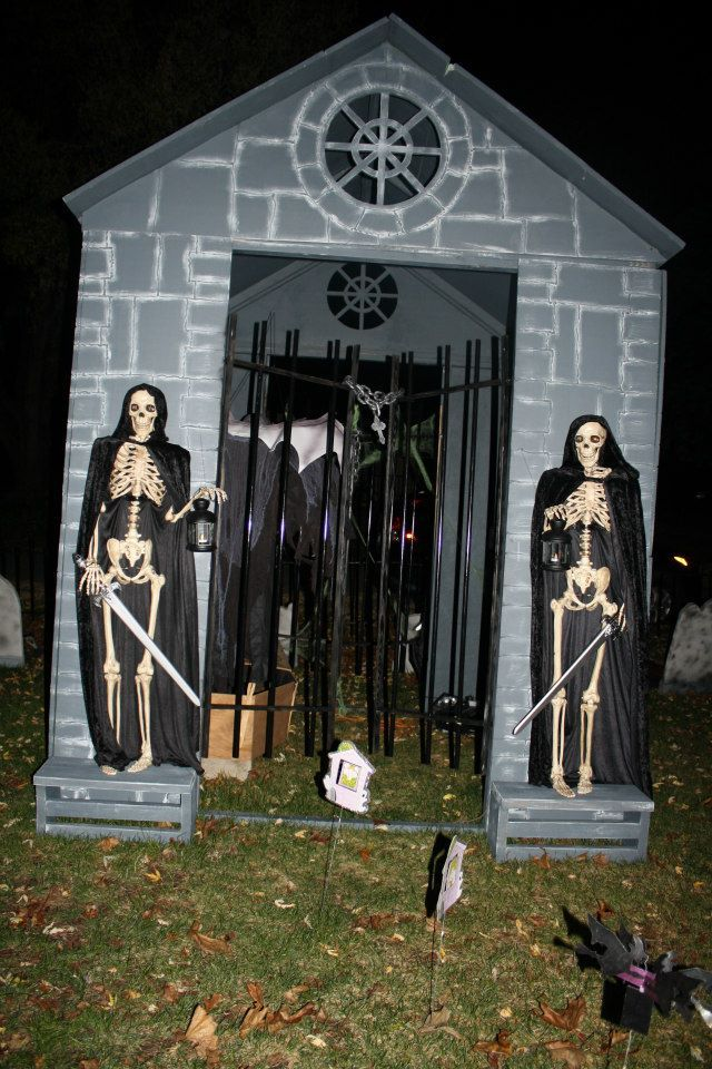 front yard mausoleum - Halloween Ideas For Yard