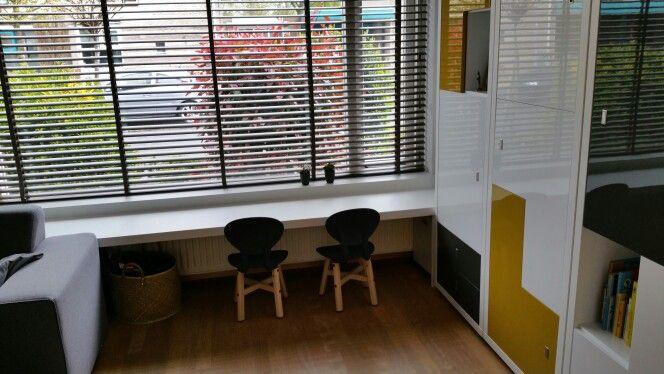 Houten Speelgoed Keuken Karwei : Op maat gemaakte kindertafel/ vensterbank. Een ideale eigen plek voor