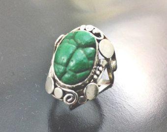 Artículos similares a Malaquita esterlina anillo Art Deco Vintage 1930s 1940s plata piedra de ojo de buey Oval grande verde dientes Set tamaño 7 en Etsy