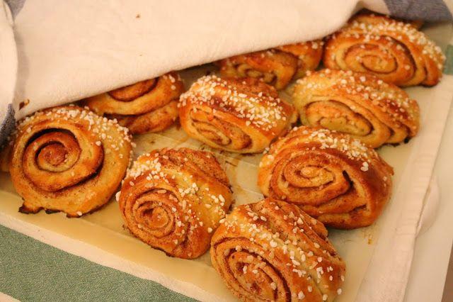 Herkkuja leipomassa: Korvapuustit/ Cinnamon rolls