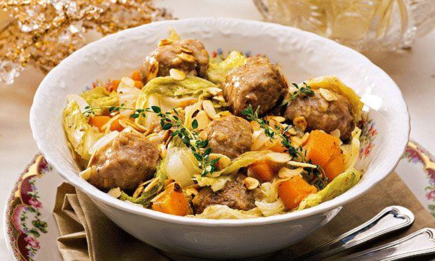 As almôndegas são um dos pratos típicos de família e simples de cozinhar. Experimente acrescentar legumes a este prato.