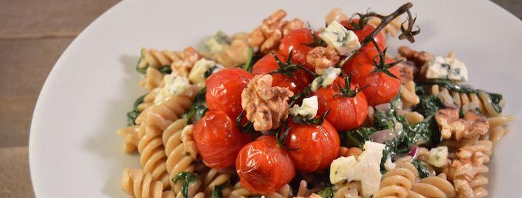 Pasta met blauwe kaas, spinazie & geroosterde tomaatjes