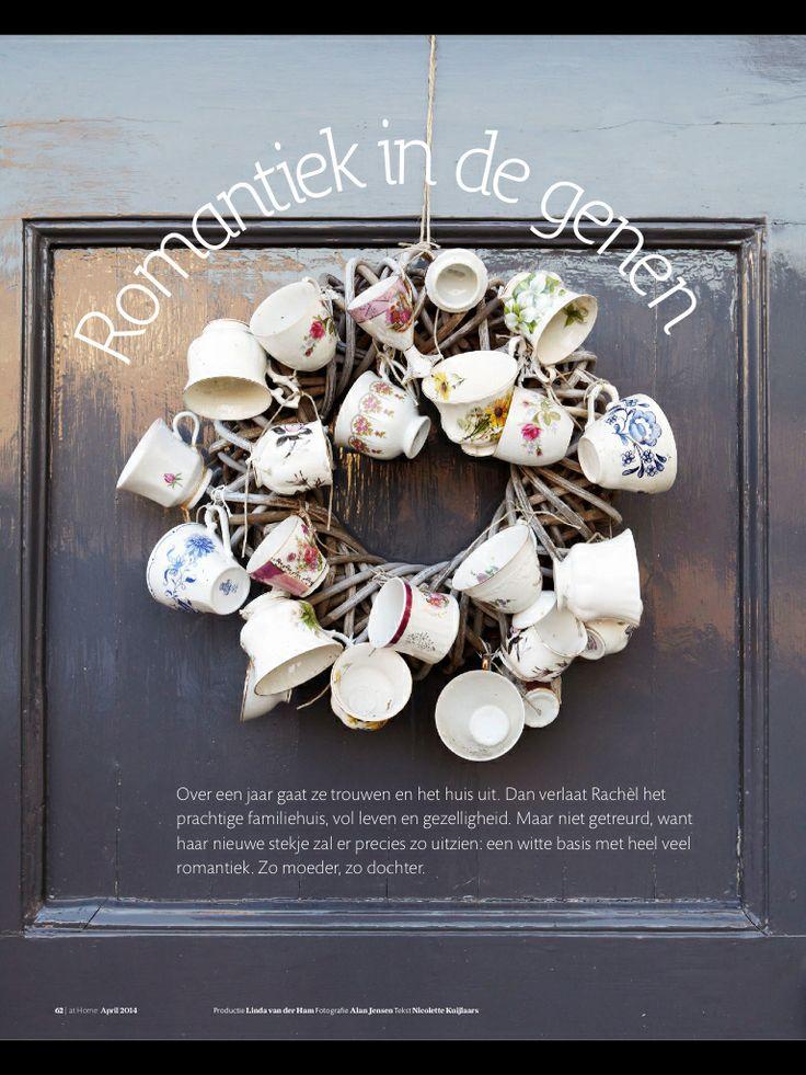 Krans met servies - teacup - wreath