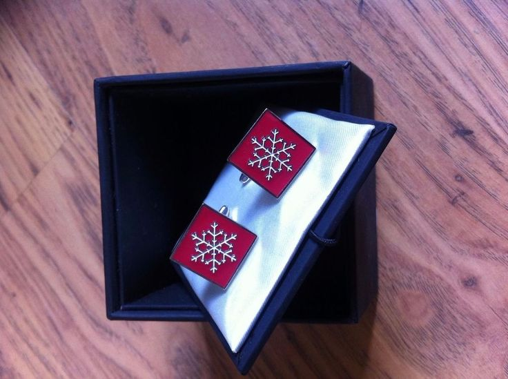 TIE RACK   CHRISTMAS TREE CUFFLINKS BRAND NEW WITH BOX