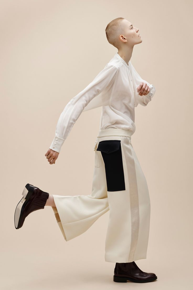 Creative directorLouise Trotter, the woman responsible for injecting a heavy dose of coolness toJoseph's storiedsophistication, has killed it once again with the British label's pre-fall collection. Menswear inspiredsilhouettes, like slouchy cardigans and baggy trousers, are married so