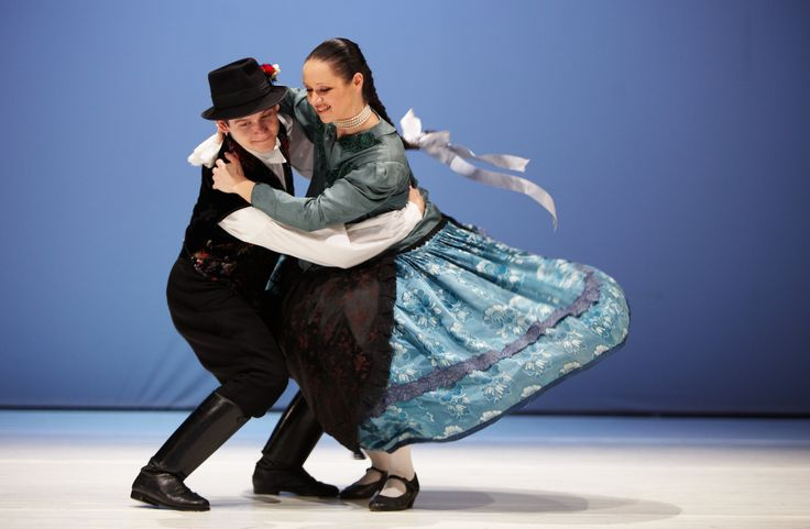 The performed dances give the viewer a broad insight into hungarian music, dance and costume heritage, covering traditions of former parts of Hungary as well.