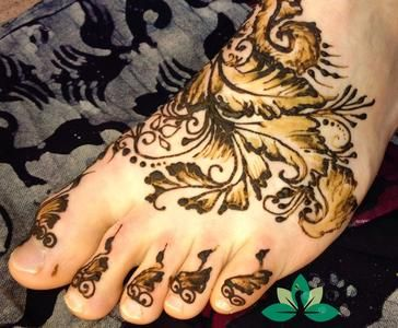 Arabesque henna foot design based on art in an ancient mosque in Babylon that sadly no longer exists.. Private Henna Appointments