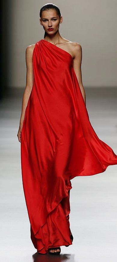 Roberto Torretta 2013.   Feels very 70s Halston to me and love that!!  : )