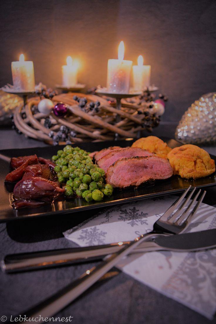 Glasierte Entenbrust mit Portweinschalotten, Nussbuttererbsen und Süßkartoffelkroketten – Vierter Advent