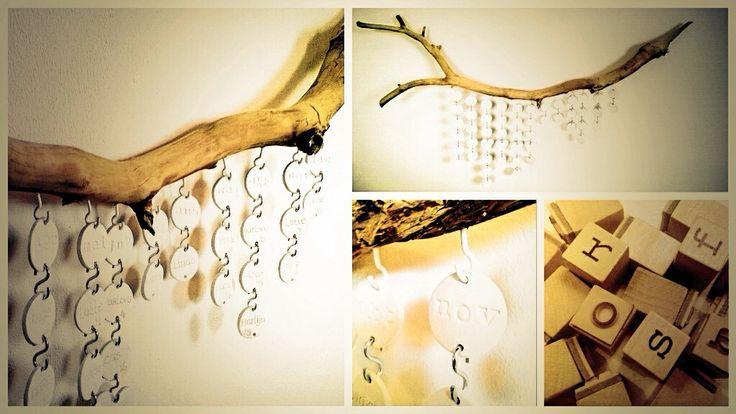 DIY kalender... Boswandeling voor tak + boetseerklei + uitsteekvormpjes + letterstempels + haakjes... Klaar!