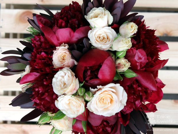 Bukiet ślubny w kolorze marsala
