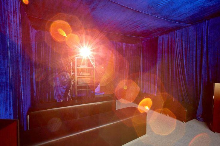 Моего декора тут маловато, но какой свет!!!!!  Фото с выставки Hi-fi. Выставочный стенд для компании Digis. Спасибо, что уже не первый год выбираете меня для оформления ваших стендов! #гурудекора #gurudecora #rentdecorservice #rentdecor #decorrent #decorrenmoscow #floristic #декорваренду #арендадекора #арендадекоравмоскве #декорварендумосква #eventdecor #decoration #оформлениевыставки #выставочныйтсенд #hifi #оформлениетканью #декорации #оформлениестендадлявыставки #стенд #выставка…
