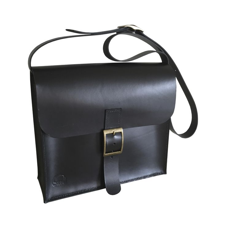 Style: Vintage  Handcrafted fullgrain leatherbag.