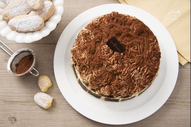 Il tiramisù goloso è la ricetta speciale del dolce più amato dagli italiani del Maestro Pasticcere Iginio Massari, con i savoiardi fatti in casa.